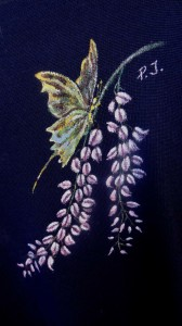 Glicine e farfalla  su vestito nero Maria